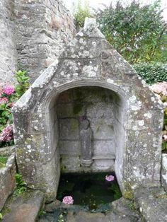 La fontaine sacrée de St Tugen à #Primelin, Brittany
