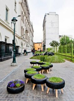 Grassy Tire Seats - could make container gardens too! Who knew what you could do with old, ugly tires!