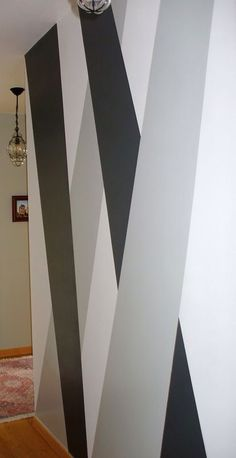 Pintura Geométrica na Parede Pintura Geométrica na Parede do corredor The post Pintura Geométrica na Parede & Zuhause appeared first on Geometric paint . Wall Painting Living Room, Wall Painting Decor, Room Paint, Painting Canvas, Hall Painting, Diy Painting, Diy Wand, Bedroom Wall Designs, Bedroom Decor