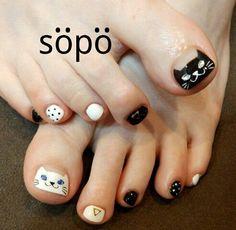 Cat toenails Cat Nail Art, Animal Nail Art, Cat Nail Designs, Pedicure Designs, Kathy Nails, Aloha Nails, Feet Nail Design, Pretty Toe Nails, Kawaii Nails