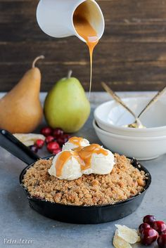 This Pear Cranberry Ginger Crisp is a mix of sweet, tart, and little spicy with a buttery shortbread cookie crumble! This festive holiday dessert is gluten-free and doubles easily. Holiday Desserts, Fun Desserts, Delicious Desserts, Yummy Food, Gluten Free Desserts, Fruit Recipes, Sugar Free Recipes, Baking Recipes, Deserts