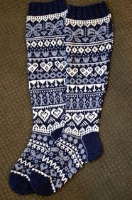 KARDEMUMMAN TALO: Ystävänpäiväsukat Wool Socks, Knitting Socks, Winter Time, Sock Shoes, Mittens, Christmas Stockings, Fashion Shoes, Cross Stitch, Embroidery