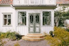 Window gridding is delicious Cottage Hallway, Future House, My House, Estilo Country, Swedish House, Cozy Cottage, Scandinavian Home, Home Hacks, Old Houses