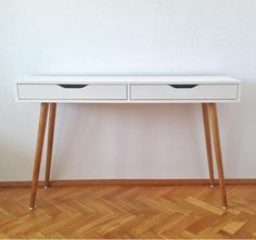This ALEX desk looks totally retro with a set of custom legs.