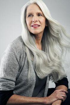 Die Forscher suchen ein Mittel, das nicht bereits graue Haare verändert, sondern dafür sorgt, dass sie gar nicht erst in Weiß wachsen