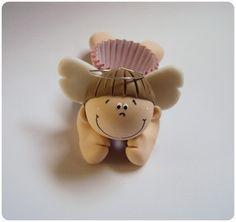 Porta docinhos Anjinho  Porta docinhos em formato de Anjinho feitos em biscuit para enfeitar a mesa de doces.   A forminha do docinho é a número 8. Mas pode ser feito em tamanho maior.  QUANTIDADE MÍNIMA: 20 UNIDADES*  ------------------------------------------------------------------------------------------------------------  Para que serve?  Serve para enfeitar a mesa de doces e também como lembrancinha para os convidados.   * TAMBÉM PODEM SER FEITOS EM OUTROS TEMAS * R$4,50