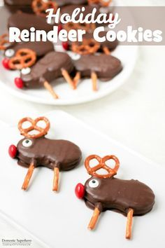 Holiday Reindeer Cookies are easy no bake cookies - NutterButters, Pretzels and Chocolate Easy No Bake Cookies, Holiday Cookies, Holiday Treats, Holiday Recipes, Christmas Recipes, Ideas For Christmas, Christmas Reindeer Cookies, Baking Cookies, Holiday Appetizers