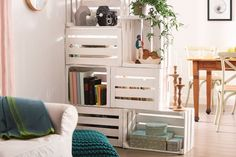 raumteiler ideen selber machen diy trennwand raumtrenner wohnzimmer alte kisten … room divider ideas make your own diy partition wall room divider living room old boxes paint store stacking Pallet Furniture, Cool Furniture, Upcycled Furniture, Diy Room Divider, Divider Ideas, Room Dividers, Diy Home Decor, Room Decor, Creation Deco