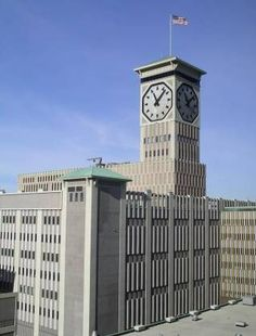 Allen Bradley Clock Tower, the largest four-sided clock in the world Milwaukee Skyline, Milwaukee City, Milwaukee Wisconsin, Lake Michigan, Wonderful Places, Great Places, Midwest Girls, Big Ben, October 31