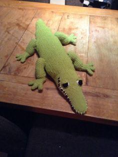 Mijn eerste breisel na jaren, een krokodil voor in de bibliotheek tijdens het voorlezen van het krokodillen prentenboek