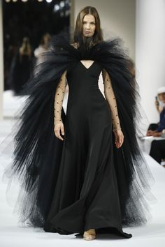 Alexis Mabille Fall 2018 Couture Fashion Show Collection: See the complete Alexis Mabille Fall 2018 Couture collection. Look 21 ~ETS Alexis Mabille, Fashion Week, Runway Fashion, High Fashion, Haute Couture Dresses, Haute Couture Fashion, Couture Week, Fashion Show Collection, Couture Collection