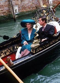 "Image - Diana & Charles - The Italian Tour _ Suite "" Venise - Le 05 Mai 1985 "" - Diana , William & Catherine , Children _ Harry &. Princess Diana Fashion, Princess Diana Family, Royal Princess, Prince And Princess, Princess Of Wales, Lady Diana Spencer, Princesa Diana, Prince Charles Et Diana, Afrique Art"