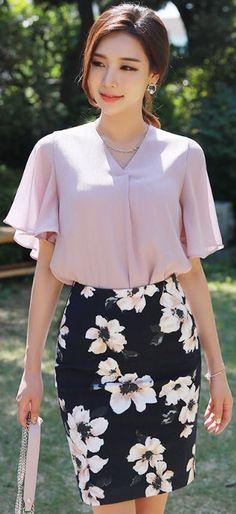 StyleOnme_Floral Jacquard Pencil Skirt #floral #summertrend #pencilskirt #feminine #elegant #koreanfashion #kstyle #kfashion #seoul #dailylook
