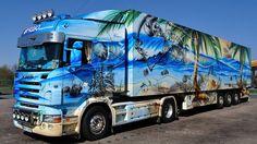 This would definitely stand out on the roads! Big Rig Trucks, Show Trucks, Train Truck, Road Train, Custom Big Rigs, Custom Trucks, Peterbilt, Truck Paint, Old Tractors