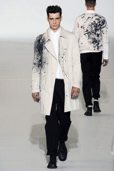 The complete Kris Van Assche Spring 2011 Menswear fashion show now on Vogue Runway. Men's Fashion, Mens Fashion Suits, Dark Fashion, Grunge Fashion, Fashion Prints, Urban Fashion, Fashion Show, Men Fashion Design, Modest Fashion