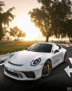 Porsche 911 Carrera GTS // 🇩🇪🇩🇪 🀄️Engine: L / / Biturbo 🀄️Power: 450 hp / 6500 rpm 🀄️Torque: 610 N.m / 5000 rpm 🀄️Valve: 2 intake / 2 exhaust 🀄️Gearbox: manual sec 🀄️Top Speed: 310 km 🀄️The Combination: lit / 💯 km Porsche 911 Gt3, Porsche Cars, Porsche Carrera, Sexy Cars, Hot Cars, Supercars, Tmax Yamaha, Dream Cars, Dream Garage