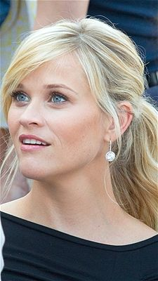 Reese Witherspoon looks lovely with her blonde tresses loosely pulled-back with some front pieces left to frame her face.