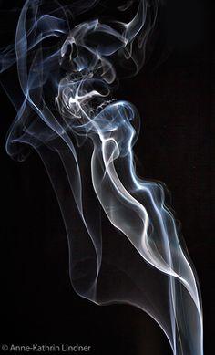 Rauch schädel totenkopf  alien chaos design effekte   fiktion gas glühen  hintergrund licht muster nebel phantasie  rauch sci-fi surreal  textur wirbel