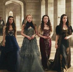Lyanna and Sansa's dresses are Greer and Kenna's dresses for their father's Hand of the king Coronation Ceremony. Lovely gowns, lacking a period look. Full skirts sitting at the natural waist would be an improvement for use as Reign gowns. Reign Mary, Mary Queen Of Scots, Queen Mary, Lola Reign, Reign Fashion, Fashion Show, Serie Reign, Marie Stuart, Reign Tv Show
