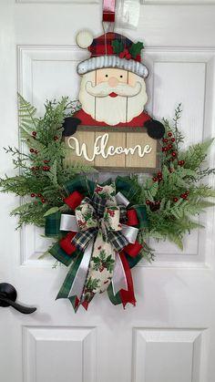 Christmas Wood Crafts, Christmas Lanterns, Diy Christmas Tree, Handmade Christmas, Holiday Wood Crafts, Christmas Wreaths, Christmas Decorations, Holiday Decor, Holiday Ideas