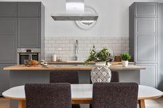 Skovin Elegant tregulv på Frogner i flott leilighet Dining Room, Elegant, Table, Furniture, Home Decor, Modern, Dinner Room, Dapper Gentleman, Homemade Home Decor