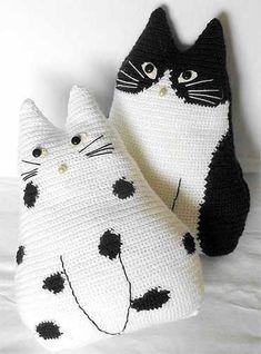 Коты-подушки
