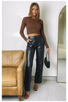 Leather Trousers Outfit, Brown Leather Pants, Outfits With Leather Pants, Leather Jacket, Cute Casual Outfits, Chic Outfits, Fashion Outfits, Classy Going Out Outfits, Curvy Outfits