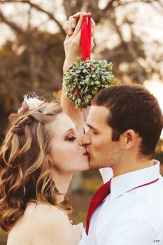 Christmas Wedding Ideas, christmas wedding ideas mistletoe bride groom, Winter wedding photo shoots