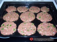 Μπιφτέκια φούρνου αφράτα tried and tested: very fluffy burger recipe Oven Recipes, Meat Recipes, Snack Recipes, Cooking Recipes, Recipies, Greek Desserts, Greek Recipes, Food Network Recipes, Food Processor Recipes