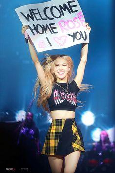 Your source of news on YG's biggest girl group, BLACKPINK! K Pop, Kim Jennie, Melbourne, Rose And Rosie, Mode Kpop, Black Pink Kpop, Black Pink Rose, Rose Park, Kim Jisoo