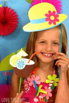 Have some fun this summer with free summer DIY photobooth Props! Perect for parties, gatherings, family and friends.