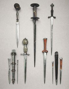 Photo : European Daggers from The Wallace Collection  Top row, left to right: Italian (Venetian) ear dagger, circa 1500; French rondel dagger, circa 1440-50; German quillon dagger, circa 1530  Bottom row, left to right: German Landsknecht dagger, circa 1600, complete with sheath, small knife, and steel pricker; Flemish ballock dagger, circa 1450-60, with fine circular maplewood hilt and sheath accompanied by small knife and steel pricker