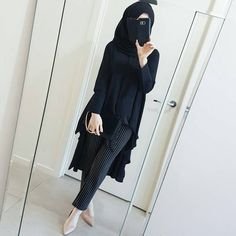 own take on the high-low blouse ☻ Plenty of volume at the back and I will post more pictures in the coming days showing another way this blouse can be worn. Arab Girls Hijab, Girl Hijab, Muslim Girls, Hijab Outfit, Niqab Fashion, Modesty Fashion, Fashion Outfits, Sporty Fashion, Mod Fashion