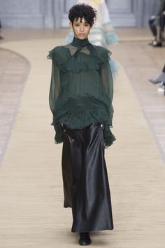 Chloé Fall 2016 Ready-to-Wear Fashion Show  http://theclosetfeminist.ca/  http://www.vogue.com/fashion-shows/fall-2016-ready-to-wear/chloe/slideshow/collection#24