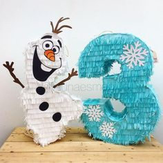 Frozen theme party with the best decoration and original ideas - Celebrat : Home of Celebration, Events to Celebrate, Wishes, Gifts ideas and more ! Elsa Birthday Party, Olaf Birthday, Birthday Pinata, Frozen Themed Birthday Party, Disney Frozen Birthday, Frozen Disney, Disney Olaf, Olaf Frozen, Frozen Pinata