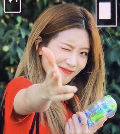 ©️kiss my lips. Kpop Girl Groups, Korean Girl Groups, Kpop Girls, Fandom, Cool Girl, My Girl, Bbc, Indie Singers, Loona Kim Lip