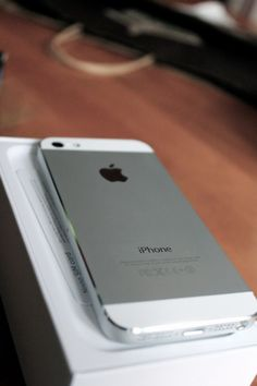 Keep Calm & Carry an iPhone ::: #TeamiPhone :: Apple Technician is the best Madrid Apple Mac repair centre providing apple technical support, Mac Pro Solutions, iPhone, iPad Repairs and Data Recovery services.