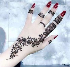 Henna Tattoo Designs - Easy Henna Tattoo Designs on Hand for Girl. Latest collection henna designs images gallery with simple and easy pattern on hand Dulhan Mehndi Designs, Mehandi Designs, Modern Mehndi Designs, Mehndi Design Photos, Beautiful Mehndi Design, Latest Mehndi Designs, Henna Hand Designs, Mehndi Designs Finger, Henna Tattoo Designs Simple