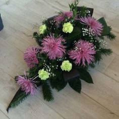 Church Flower Arrangements, Beautiful Flower Arrangements, Beautiful Flowers, Funeral Flowers, December 25, Ikebana, Natural, Plants, Handmade