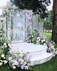 Anna Burtseva в Instagram: «Зона церемонии- как ожившие полотна Claire Basler- когда флористика является продолжением цветочного узора⠀ ⠀⠀ Planner @caramelwedding…»