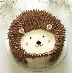 Hedgehog cake This is very childish but Idc I want this or some kind of hedgehog cake🤗🤗🤗🤗 Hedgehog Cake, Hedgehog Birthday, Hedgehog Cookies, Happy Hedgehog, Pretty Cakes, Cute Cakes, Cake Cookies, Cupcake Cakes, Animal Cakes