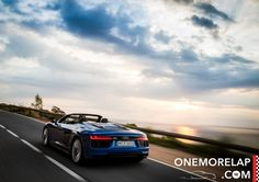 Rückblende in den Sommer mit unserem Kurztest vom Audi R8 V10 Spyder, der uns mit einem 540-PS-Mittelmotor, quattro-Antrieb, einer Leichtbaukarosserie aus Carbon und Aluminium, und neuen Performance-Modi viel Gesprächsstoff liefert. Doch neben dem ganzen Hightech und natürlich dem offenen Fahrvergnügen erster Klasse, gibt es bestimmt auch Dinge die uns nicht so gefallen? Schauen wir uns das genauer an!