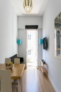 The apartment is composed of 2 bedrooms, a living room, a fully equipped kitchenette, and 1 bathroom. A flat-screen TV is provided.  Rossio is 1.6 km from the apartment, while Dona Maria II National Theatre is 1.7 km away.  Arroios is a great choice for travellers interested in convenient public transport, monuments and walking.
