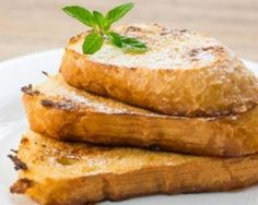 Challah out! This version of french toast will knock your socks off. Drizzle with maple syrup of fruit preserves to sweeten the plate. You& never stress out with what to make for breakfast again. Healthy Sweets, Healthy Recipes, Eat Healthy, Challah Bread Recipes, Strawberry Cream Cakes, Breakfast Time, Hot Dog, French Toast, Good Food