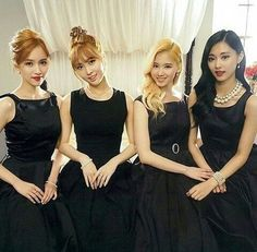 Mina, Momo, Sana & Tzuyu (Twice's non-Korean contingent) Nayeon, Kpop Girl Groups, Korean Girl Groups, Kpop Girls, K Pop, Euna Kim, Warner Music, Sana Momo, Myoui Mina