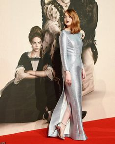 Emma Stone dazzled as she stepped out for The Favourite premiere, at the BFI London Film Festival on Thursday night, where she joined a slew of stars including actress Rachel Weisz. Emma Stone Red Carpet, Baby Frame, Red Carpet Gowns, Rachel Weisz, Celebs, Celebrities, Red Carpet Fashion, Beautiful Gowns, Beautiful Actresses