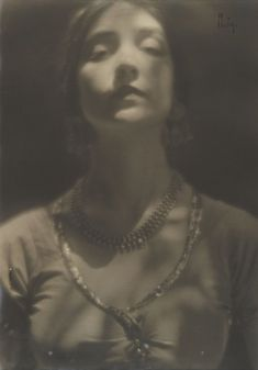 Edward Weston - Portrait de Ruth St Denis, 1916.