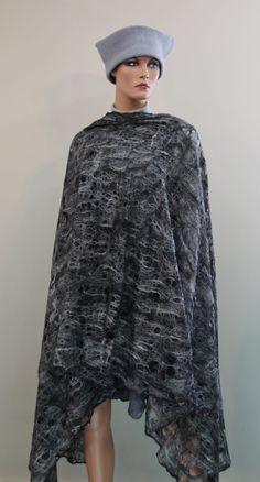 "Cobweb felt shawl ""Black & white"""
