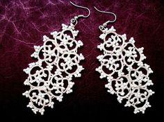 Boucles d'oreille dentelle beige avec perles , boucles d'oreille dentelle frivolite , bijoux faite main, bijoux crochet : Boucles d'oreille par carmentatting