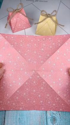 Diy Crafts Hacks, Diy Crafts For Gifts, Diy Home Crafts, Creative Crafts, Cool Paper Crafts, Paper Crafts Origami, Diy Paper, Paper Flowers Craft, Instruções Origami